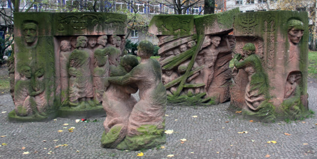 Skulptur_Rosenstr_(Mitte)_Block_der_Frauen_Ingeborg_Hunzinger